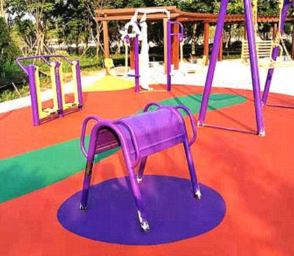 威海公园健身器材区